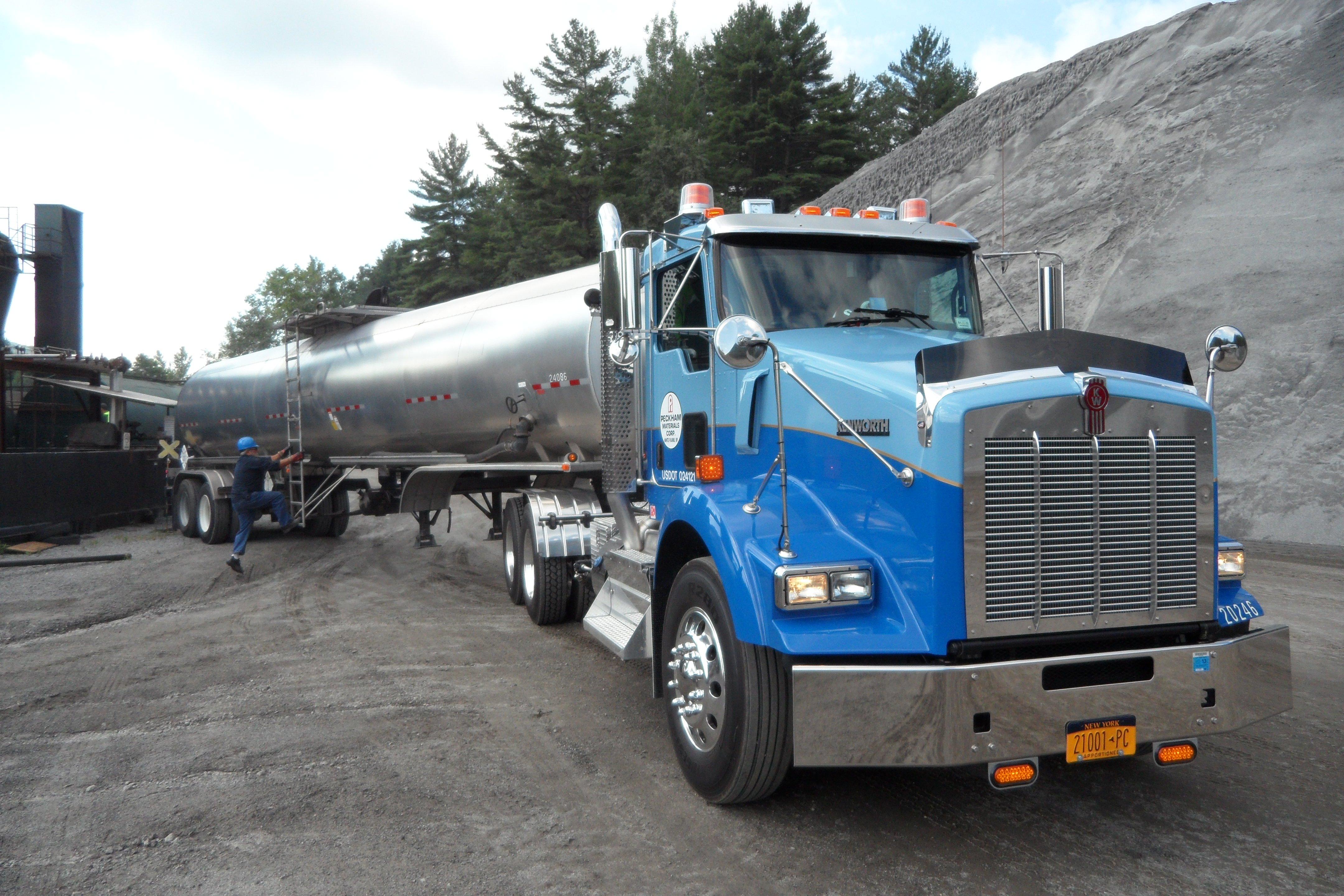 Stylish Kenworth Pulls Heavy Loads | Construction Equipment