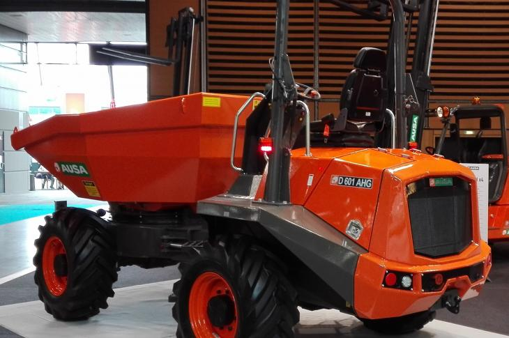 AUSA D601AHG site dumper has hydrostatic transmission and limited slip differential on both axles.