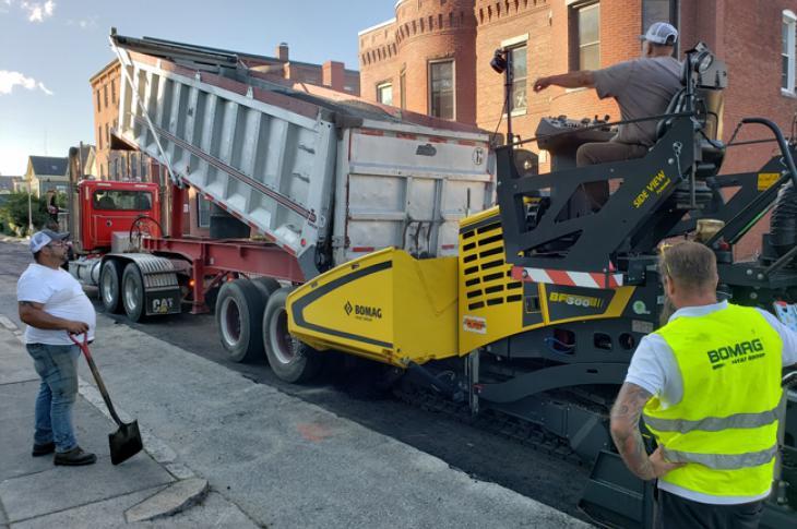 BOMAG BF 300 C-2 asphalt paver works up to 16.4 feet.