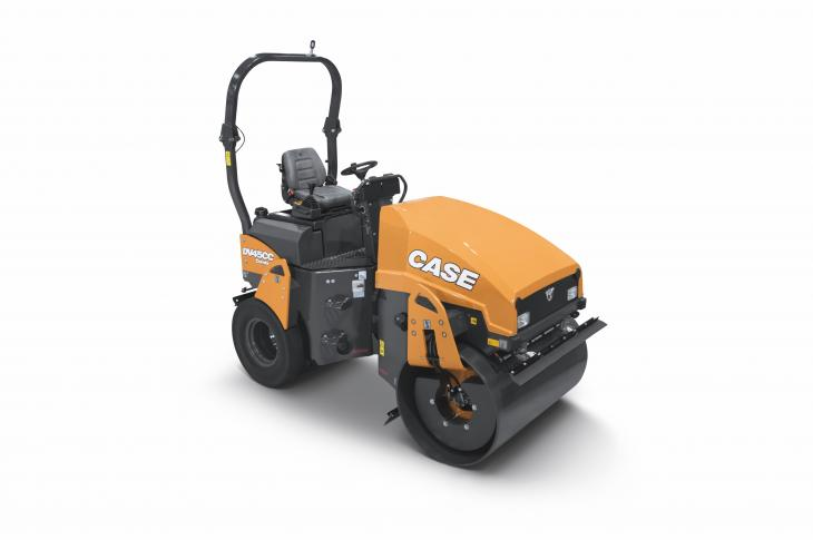 DV45CC combination vibratory roller compacts with the front drum and delivers a finish with the rear pneumatic tires.