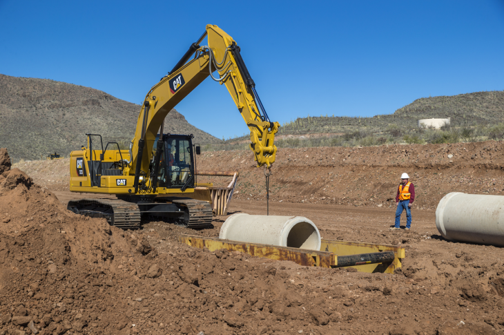 Cat 320 excavator has an operating weight of 50,100 pounds