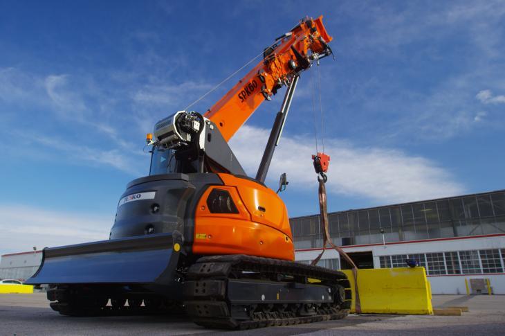 Jekko SPK 60 mini crawler crane uses a telescopic boom