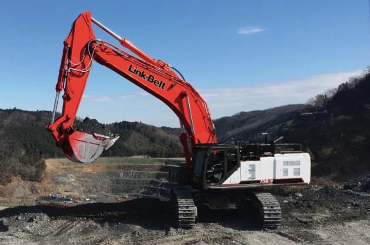 LBX 750 X4 crawler excavator has an operating weight of 158,300 pounds