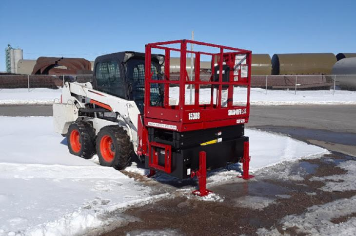 The 1530S and 2230S model scissor lift attachments allow work crews to work up to 28 feet in the air, with a 15- to 22-foot platform height and 12.5-square-foot working deck.