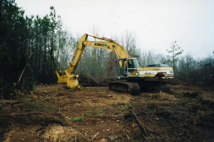 The Sneller Machine 275-horsepower shredder is self-powered with no dedication to an excavator.