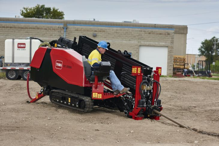 The DD2226 delivers 2,600 lb.-ft. of rotational torque and 22,000 pounds of thrust and pullback. Dual rear stabilizers provide additional stability in uneven terrain.