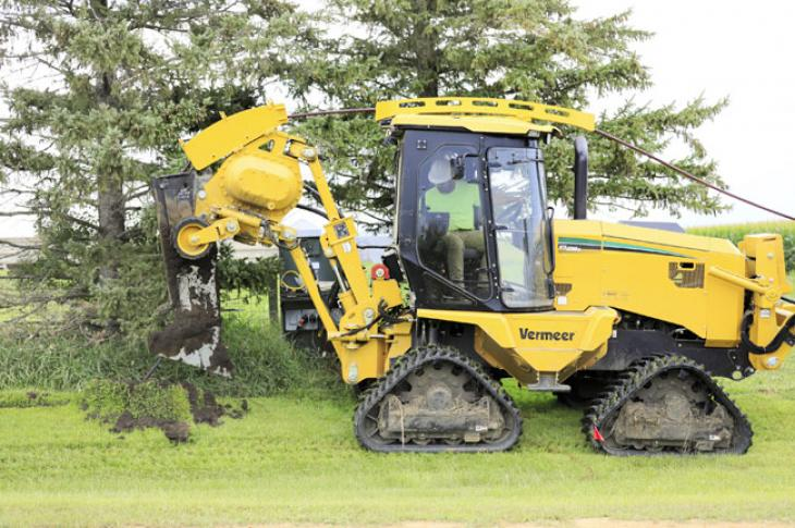 Vermeer RTX1250i2 plows a trench.