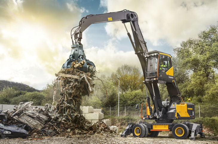 Volvo EW240E material handler is for the waste and recycling market.