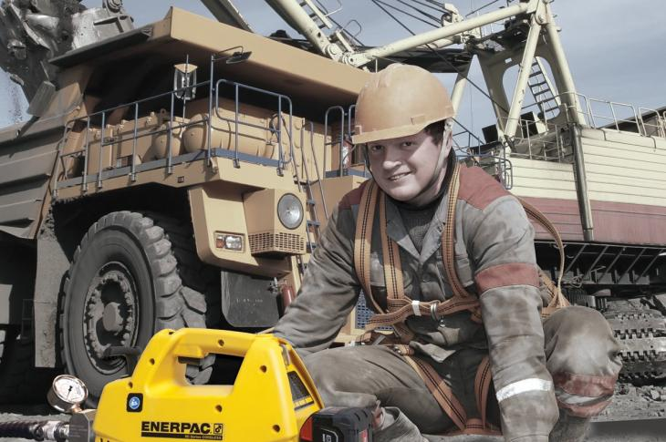 Enerpac XC Series Cordless Pumps With Single- and Double-Acting Valve Configurations