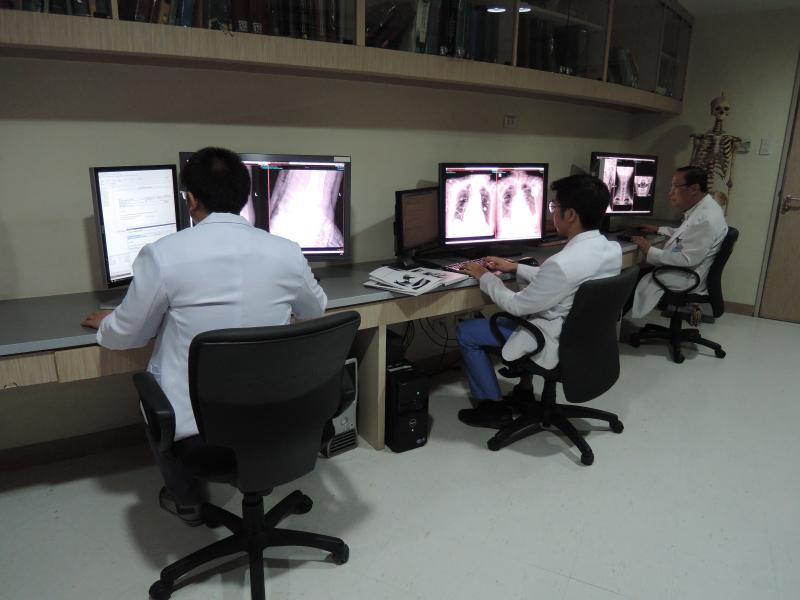 Radiologists at Makati Medical Center in Makati, Philippines, use Novarad software to read studies.